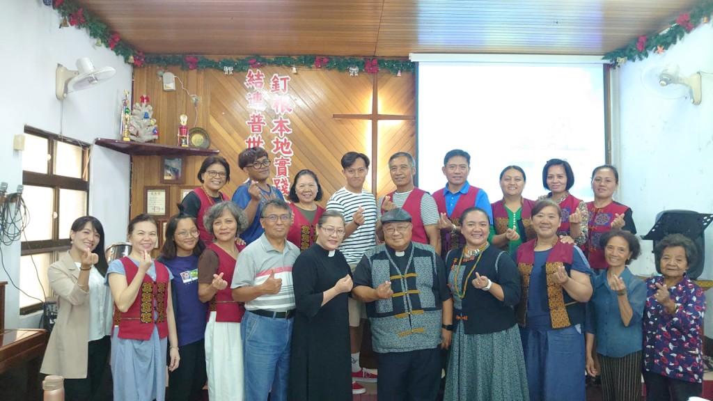 ◆瓜樂牧師與師母及佳崇教會牧師傅梅珠與師丈及長執留影。2020/10/4(日)