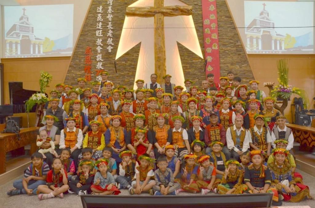 ◆達瓦達旺教會牧師蔡愛蓮與全體信徒留影於設教70周年 2020/10/31(六) 攝影/小米園網站工作室特助 賴天才