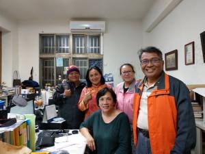 小米園網站工作室在接方案的行政事務,都與三姊妹蔡愛蓮牧師、蔡愛桂傳道師、蔡愛香幹事有不解之緣。