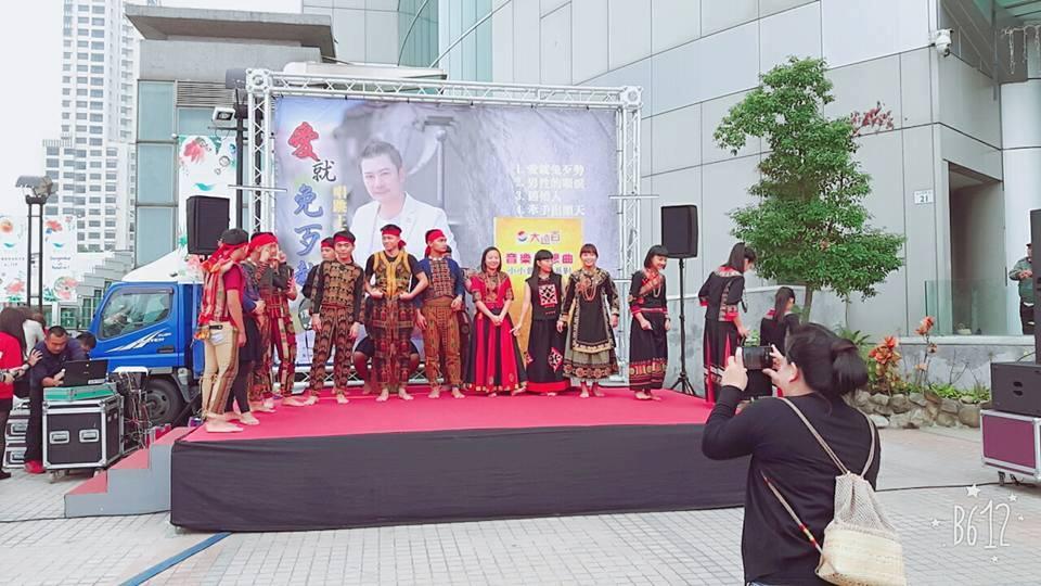 1.佳崇教會青少團契表演