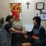 6-6.傅梅珠牧師歡迎方姊妹成為上帝兒女