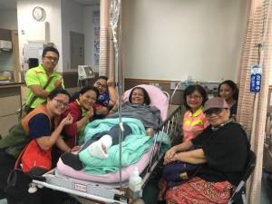 場地受傷另一位是瑞美牧師,事務所幹事群直奔醫院。