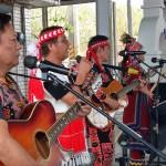 3-1.瑪莎露樂團部分團員在婚筵中開場與傳統舞中伴唱助興