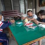 4-1.祖父賴光雄牧師為孫子與未來伴侶禱告
