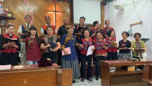 ◆婦女兄弟團契聯合獻詩排灣古調風味詩歌。