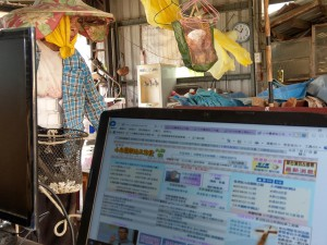 ◆作行動辦公室數位工,陪伴母親作輕微農事。