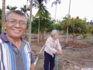 ◆在小米園蔬果園和媽媽巡水管漏水之處