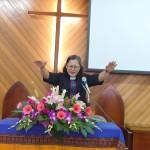 16-13.禮拜結束傅梅珠牧師祝禱