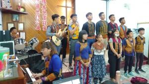 ◆佳崇教會青少年主日禮拜講道前後獻詩