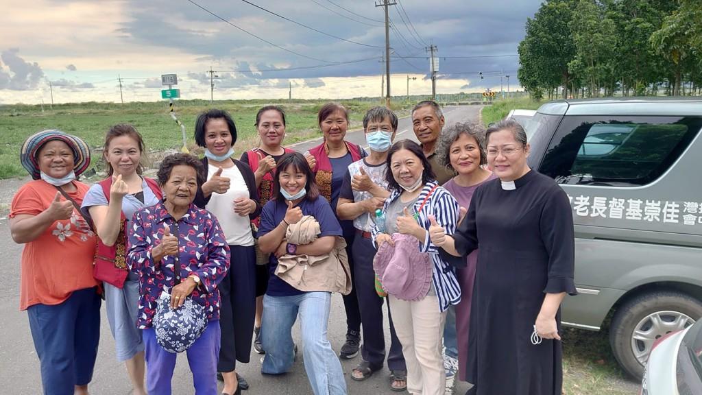 ◆佳崇教會長執到安養院慰問教會姊妹 2020/7/26下午 賴約翰攝