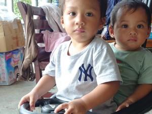 ◆傅牧師上課時,就由我照顧兩位小外孫。攝影/賴約翰〈請點圖放大〉