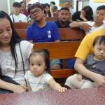 12-3.從台北返七佳部落的王弟兄夫婦與雙胞胎參與主日禮拜