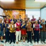 20-20.參與禮拜慶父親節的父親們與牧師傅梅珠合影