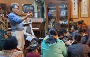 ◆師丈賴約翰配合「每日新眼光讀經」讀本講道,並配合引用家庭與教會的生活信仰實際情境作為例子。.攝影/伍恩賜 2020/10/23
