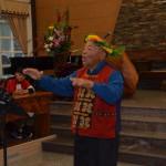 11-8.福音站母會達瓦達旺教會下午禮拜後王和家老師教歌