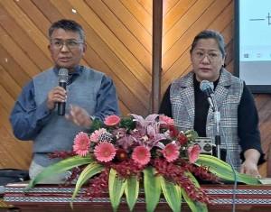 ◆賴約翰師丈華語講道「追求那更重要的恩賜」,傅梅珠牧師翻譯排灣語。攝影/伍恩賜 2021/2/21(日)
