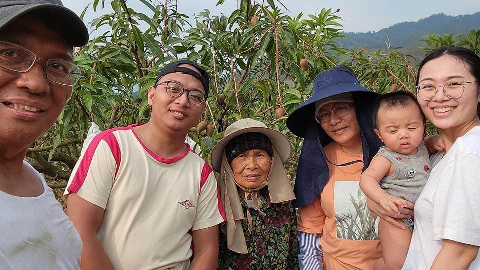 ◆芒園最美的風景/家人於小米園蔬果園套袋愛文芒果 2021/4/22(四)