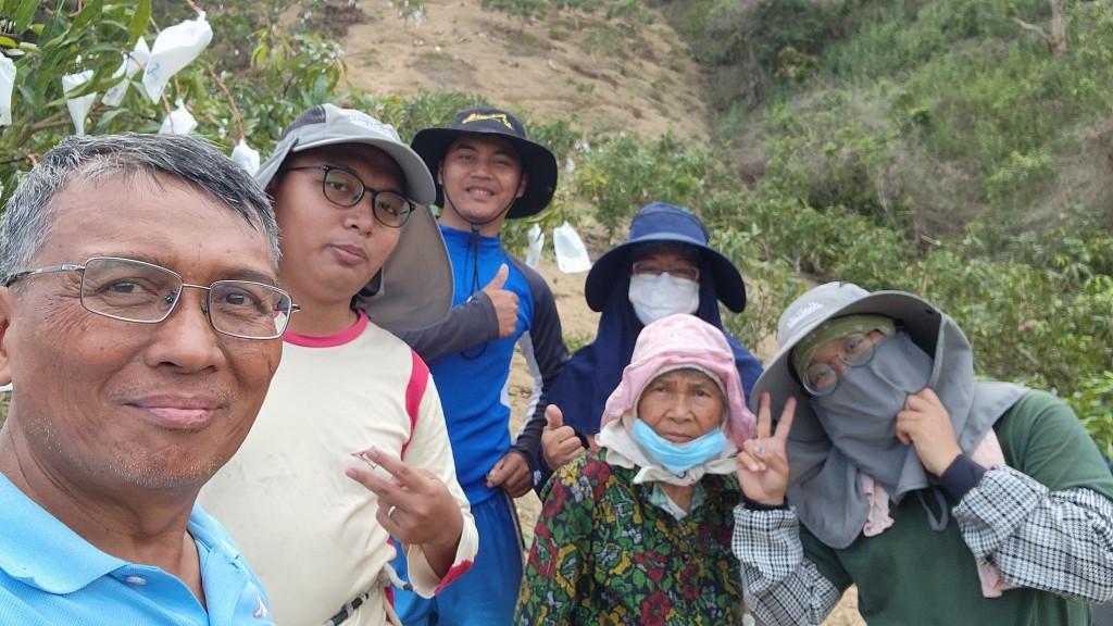 ◆對於年輕的孩子們體恤家農忙而主動參與協工,對父母的我們著實深深感到欣慰。2021/5/05