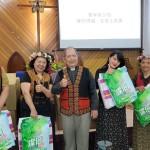 41-33.白德明牧師贈教會賀禮65歲以下婦女