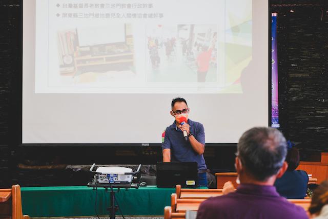 5-4.Langpaw(雷智清)談如何使用社群媒體「Line」交流和儲存資訊,及Office文書軟體操作和教會週報、和會手冊編輯。文‧攝影:林婉婷/台灣教會公報新聞網