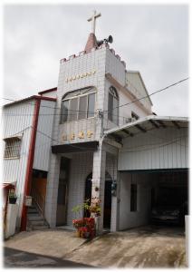 位於屏東縣春日鄉七佳村的佳崇長老教會,與歸崇村相隔一條街為臨。