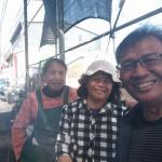 4-1主婚人(左)與家人排灣中會婦女事工部前任部長(中)