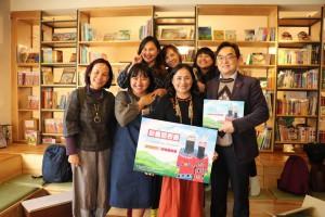 新書發表後蔡愛蓮牧師家屬與台灣教會公報社社長 方嵐亭牧師留影